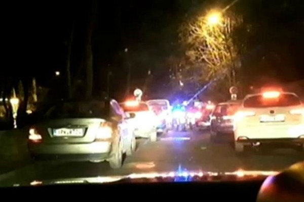 Η τρομερή προσπάθεια της ΕΛ.ΑΣ να πάει στο Παίδων αγοράκι που κινδύνευε: «Κάνε αριστερά, φύγε» (Video)