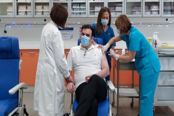 Κορωνοϊός: Εμβολιάστηκε ο Κυριάκος Πιερρακάκης -