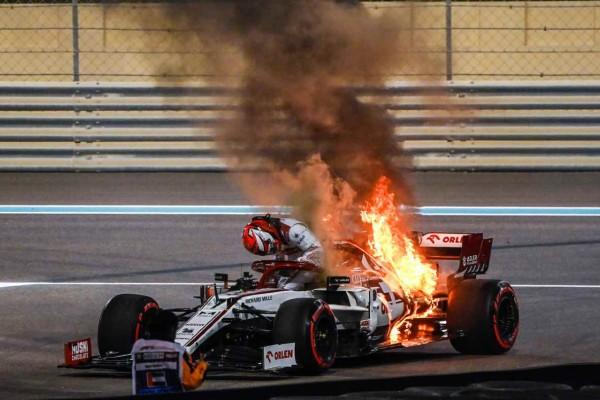 Νέο σοκ στην Formula 1: Στις φλόγες και το μονοθέσιο του Κίμι Ραϊκόνεν