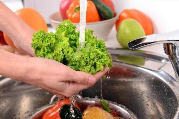 Φρούτα: Πώς πρέπει να πλένονται ανάλογα με το είδος τους