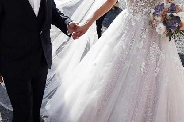 Η νύφη έλαμπε από ομορφιά - Όταν όμως ο γαμπρός είδε αυτό την πρώτη νύχτα του γάμου λιποθύμησε (Video)