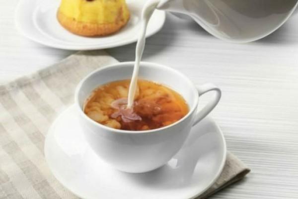 Προσθέτετε γάλα στο τσάι; Σταματήστε το αμέσως - Μεγάλη προσοχή!