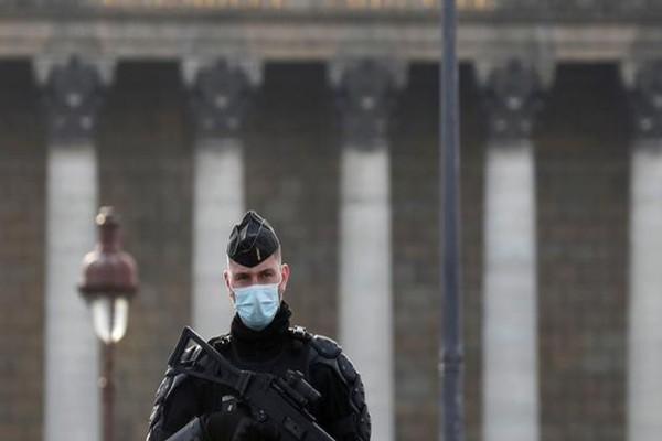 Κόλαση στην Γαλλία: Τρεις νεκροί από πυροβολισμούς!