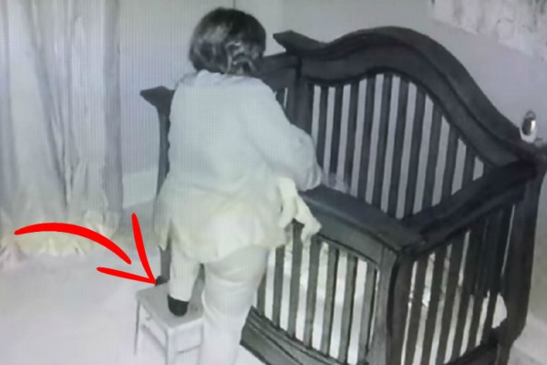 61χρονη γιαγιά στέκεται πάνω από την κούνια του μωρού - Μετά από λίγα δευτερόλεπτα... (Video)