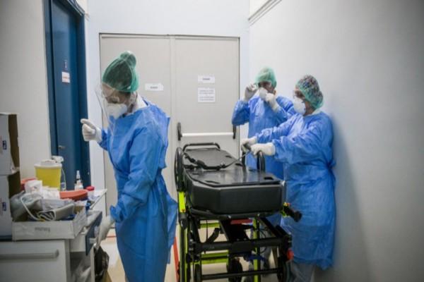 Κορωνοϊός: Ένταση από τους υγειονομικούς - Τι συμβαίνει με τους εμβολιασμούς τους