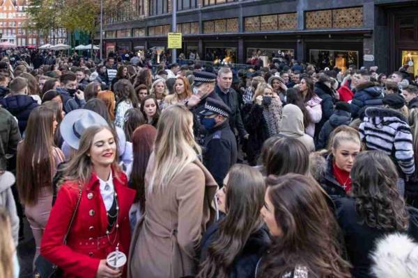 Κορωνοϊός: Νέο σκληρό απαγορευτικό στο Λονδίνο μετά το συνωστισμό