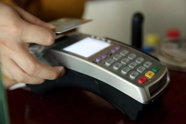 Ηλεκτρονικές αποδείξεις: Ποιοι φορολογούμενοι κινδυνεύουν με πρόσθετο φόρο - Ποιοι απαλλάσσονται