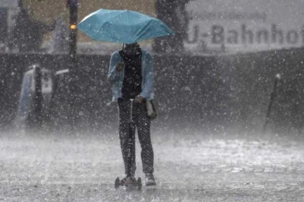Καιρός σήμερα: Συνεχίζουν να ταλαιπωρούνται από βροχές αρκετές περιοχές - Πού θα είναι πιο έντονες