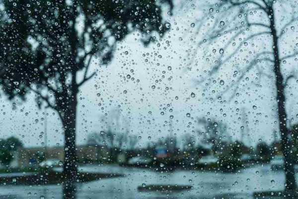 Καιρός σήμερα: Βροχερό σκηνικό στην παραμονή Πρωτοχρονιάς - Αυτές θα είναι οι συνθήκες στην αλλαγή του χρόνου
