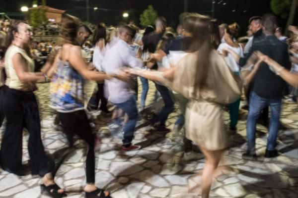 Απίστευτο: Γλέντι αρραβώνα με 40 άτομα στην Κρήτη εν μέσω καραντίνας - Αστυνομικός η νύφη!