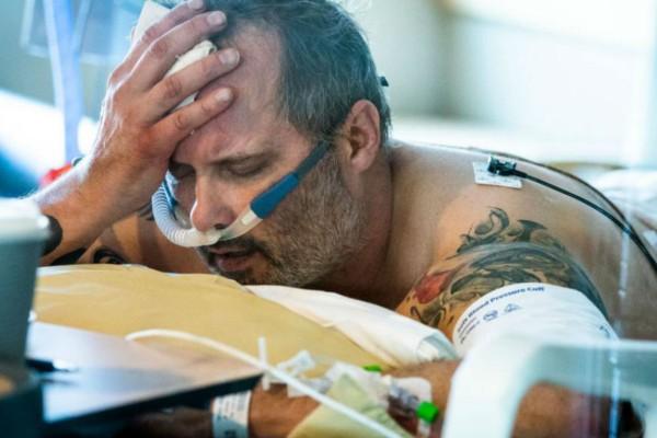 Ανατριχιαστική φωτογραφία 54χρονου που παλεύει να πάρει ανάσα λόγω κορωνοϊού