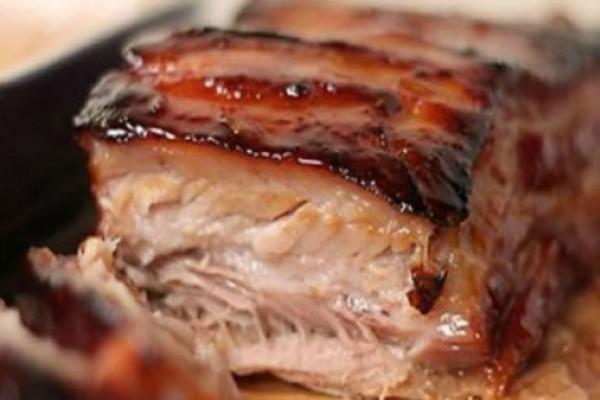 Σας σκληρύνει το κρέας στο μαγείρεμα; Το «μυστικό» κόλπο για να σας γίνει «λουκούμι»