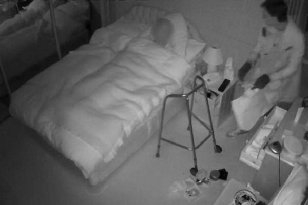 Βίντεο ντροπής από κρυφή κάμερα - Ληστής μπήκε στο σπίτι 90χρονης γιαγιάς και την... (Video)