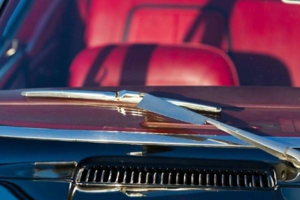Το εσωτερικό του αυτοκινήτου του μύριζε απαίσια - Δοκίμασε το κόλπο με τη μαγειρική σόδα και έπαθε πλάκα με το αποτέλεσμα