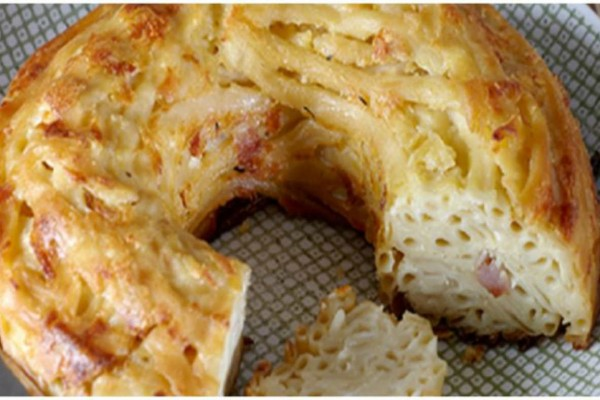 Μακαρόνια με τυριά και μπέικον σε φόρμα
