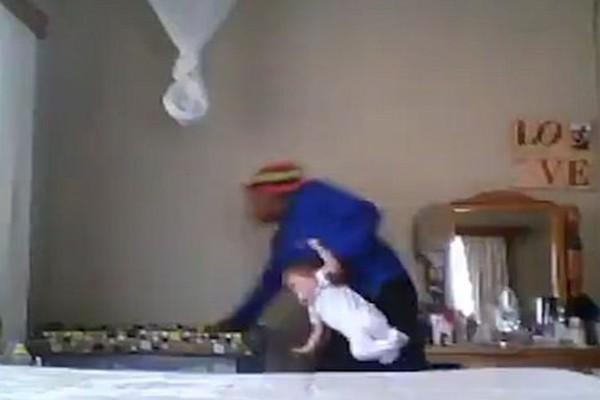 Έβαλαν κρυφή κάμερα για να δουν τι κάνει η νταντά όταν μένει μόνη με το μωρό τους - Οι χειρότεροι φόβοι τους επιβεβαιώθηκαν!