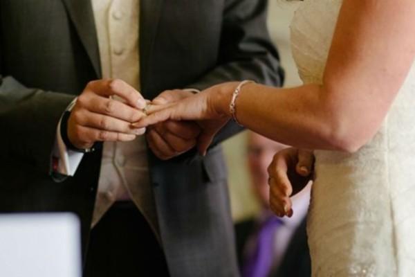 Παμπόνηρη νύφη: Τι έκανε στο «η δε γυνή να φοβήται τον άνδρα» - Η αντίδραση του γαμπρού (Video)