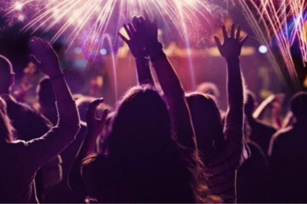 Kορωνοπάρτι σε ξενοδοχείο  στην Κρήτη - Πρόστιμο 3.000 ευρώ στον διοργανωτή