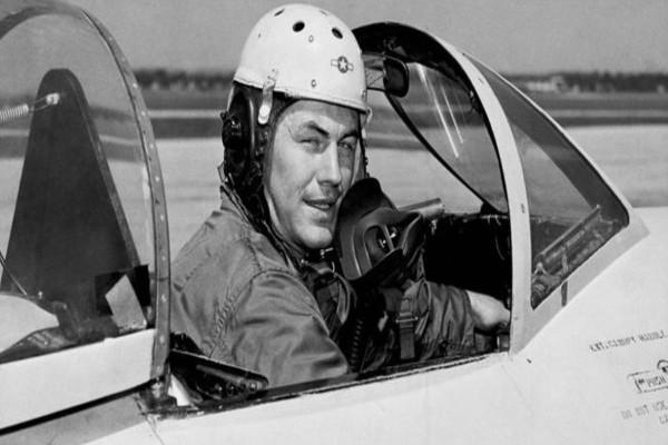 Πέθανε ο Τσακ Γέγκερ, ο πιλότος που έσπασε το φράγμα της ταχύτητας του ήχου