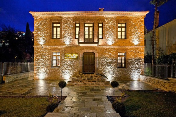 Καστοριά: Ο Τάσος Δούσης μας προτείνει ένα ονειρικό ξενοδοχείο με βαθμολογία 9,5