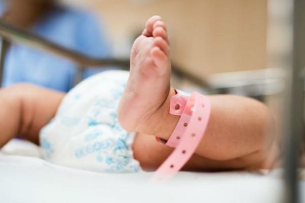 Φρίκη στην Ρωσία: Γυναίκα πέταξε από τον 13ο όροφο το νεογέννητο μωρό της φίλης της