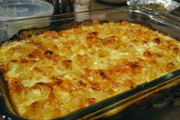 Το φαγητό της καραντίνας: Πανεύκολο σουφλέ ζυμαρικών με τυριά και ντοματίνια