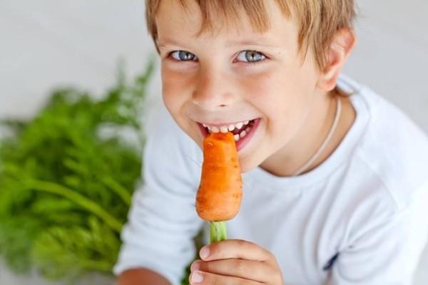 Γονείς προσοχή: Μη δίνετε αυτές τις τροφές στα παιδιά σας γιατί κινδυνεύουν από…