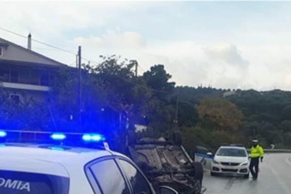 Τροχαίο για γυναίκα και παιδί: Το αμάξι τους ανετράπη στην Πατρών-Πύργου