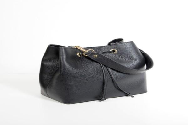 Σούπερ διαγωνισμός Athensmagazine.gr: Κερδίστε την δερμάτινη τσάντα αξίας 108 ευρώ