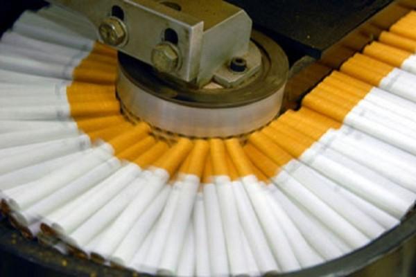 Δεν θα το ξαναβάλετε στο στόμα σας - Δείτε πως φτιάχνονται τα τσιγάρα (Video)