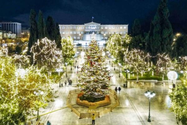 «Διονύση, δώσε φως!» – Άναψε το χριστουγεννιάτικο δέντρο στο Σύνταγμα