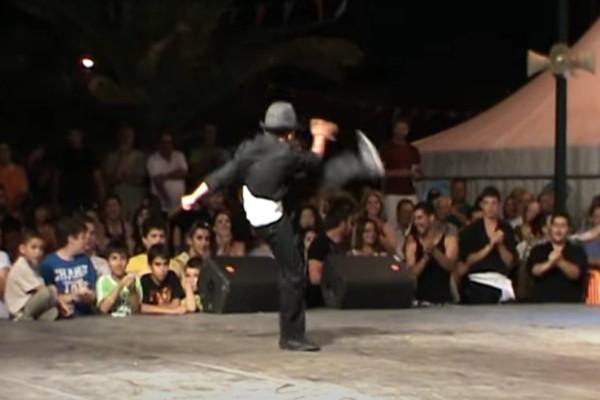 Βαρύς και ασήκωτος: Μάγκας 11χρονος χορεύει το καλύτερο ζεϊμπέκικο και «σαρώνει» το διαδίκτυο