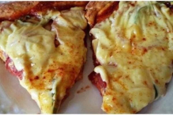 Πίτσα εξπρές με ζύμη που θέλει μόνο 2 υλικά