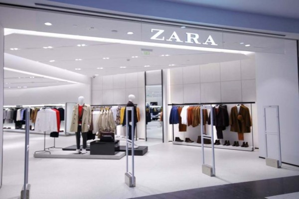 ZARA: Θα εκπλαγείτε... το φόρεμα που κοστίζει τώρα μόνο 5,99 ευρώ και θα απογειώσει το στυλ σας