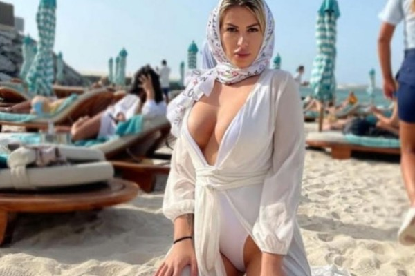 Ρεγγίνα Γκαϊνα: Μια καυτή Ελληνίδα στο Ντουμπάι – «Αισθάνεσαι λες και δεν υπάρχει πανδημία»