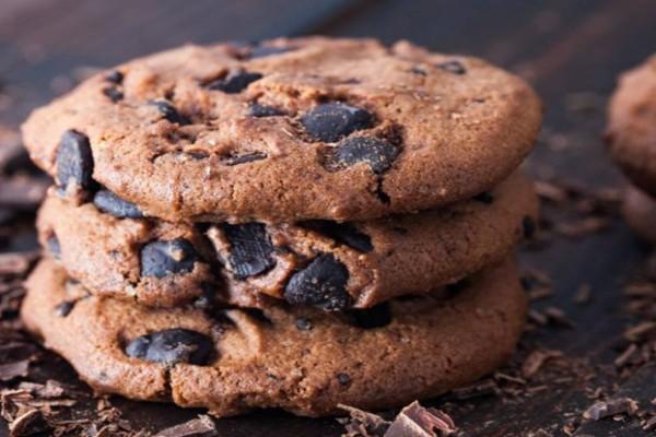 Σοκολατένια μπισκότα με σταγόνες σοκολάτας