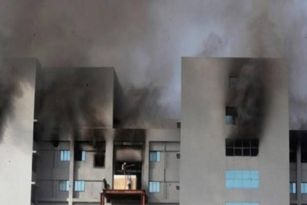 Στις φλόγες το μεγαλύτερο εργοστάσιο παραγωγής εμβολίων για τον κορωνοϊό στον πλανήτη
