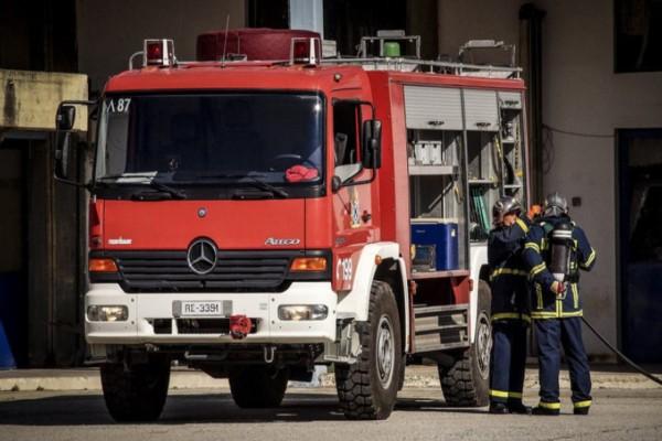 Συναγερμός στη Θεσσαλονίκη: Στις φλόγες τυλίχθηκαν δύο αυτοκίνητα