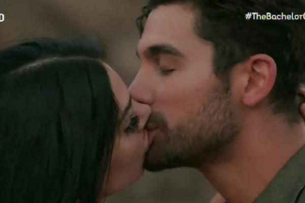 Δεν μπορεί μακριά από τον Βασιλάκο: Η Σία από το Bachelor ψάχνει ξανά το φιλί του