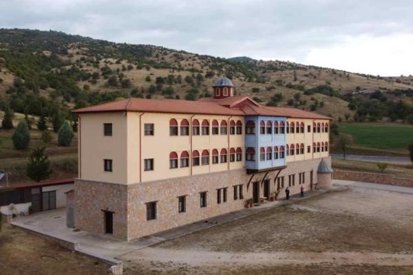 Αυτά είναι τα αποτελέσματα… του ψεύτικου «αντάρτικου»: Κρούσματα κορωνοϊού μετά από χειροτονία σε μονή στην Κοζάνη