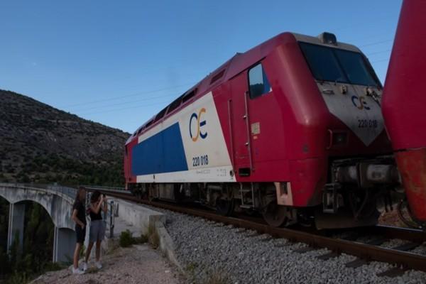 Βέροια: Τρένο προσέκρουσε σε βράχια - Στιγμές