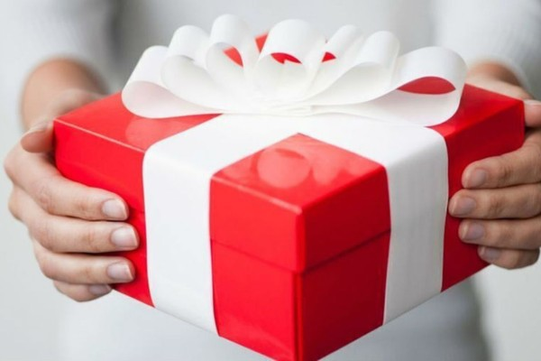 Ποιοι γιορτάζουν σήμερα, Δευτέρα 11 Ιανουαρίου, σύμφωνα με το εορτολόγιο;