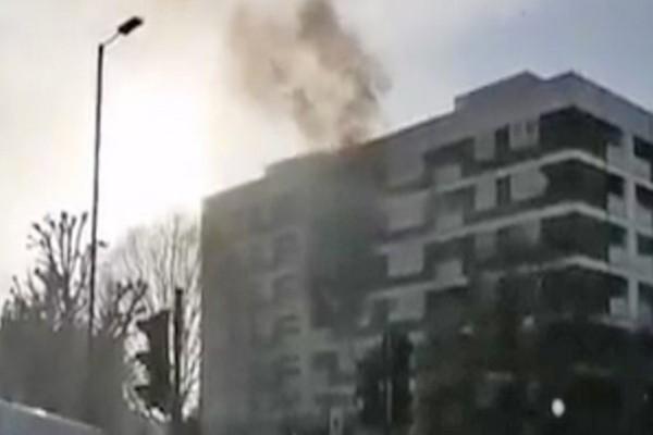 Λονδίνο: Μεγάλη φωτιά σε πολυκατοικία - Φόβοι για εγκλωβισμένους