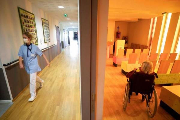 Γαλλία: Δεν άφησε τίποτα ο κορωνοϊός - Σε αποπνικτική κατάσταση βρίσκεται ένα γηροκομείο