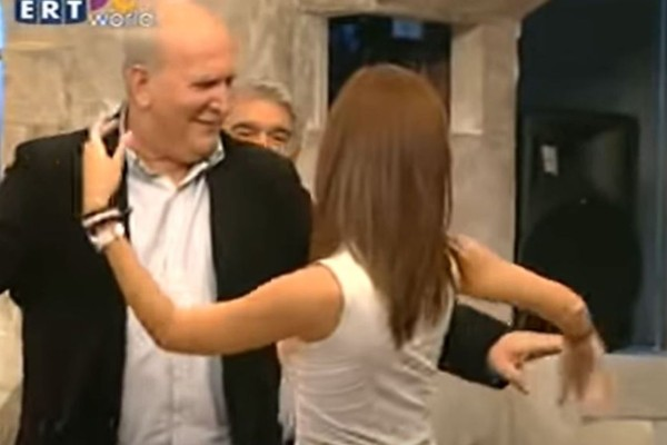 Γιώργος Παπαδάκης: Το τσιφτετέλι του παρουσιαστή με πανέμορφη γυναίκα που έβαλε