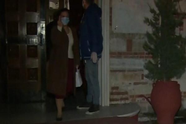 Θεσσαλονίκη: Ηλικιωμένη ύψωσε το μεσαίο δάχτυλο στην κάμερα του ΣΚΑΙ (Video)