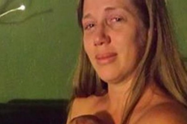 Η αδερφή της έλεγε ότι κάτι δεν πήγαινε καλά μετά τον τοκετό. Τότε άρπαξε την κάμερα και έβγαλε αυτή την φωτογραφία!