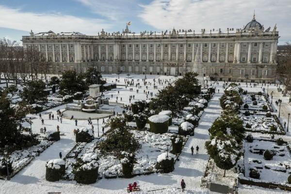 Ισπανία: Θαμμένη στο χιόνι η Μαδρίτη - Πλησιάζει νέος παγετός (Video)