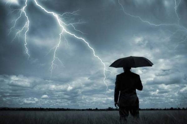 Καιρός: Σε κλοιό κακοκαιρίας η χώρα - «Κοκτέιλ» καταιγίδων και ισχυρών ανέμων με υψηλές θερμοκρασίες