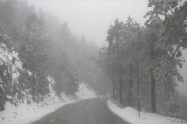 Καιρός: «Σαρώνει» τη χώρα ο «Λέανδρος» - Έπεσαν τα πρώτα χιόνια στην Αττική! (Video)